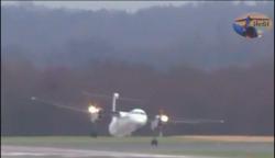 مهارت باورنکردنی خلبان در فرود یک هواپیما در آلمان + فیلم