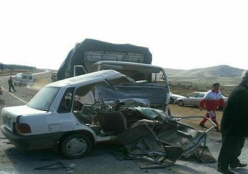 تصادف مرگبار کامیونت و پراید 5 کشته برجای گذاشت+تصویر