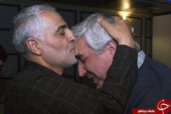 بوسه سردار سلیمانی بر پیشانی ابراهیم حاتمی کیا + عکس