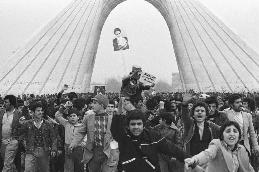 21 بهمن 57/ فرمان لغو حکومت نظامی توسط امام خمینی(ره)