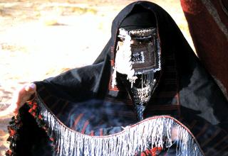 دستگیری مرد تروریست با لباس زنانه+فیلم