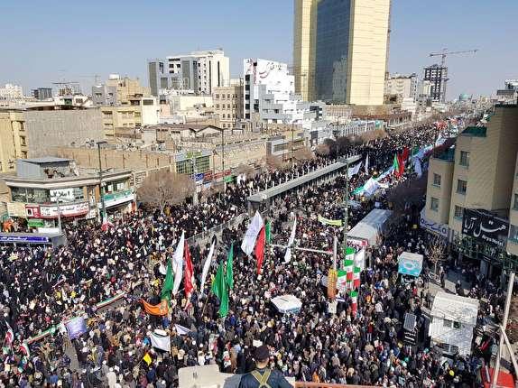 حضور حماسی مردم مشهد درراهپیمایی یوم الله ۲۲ بهمن + تصاویر