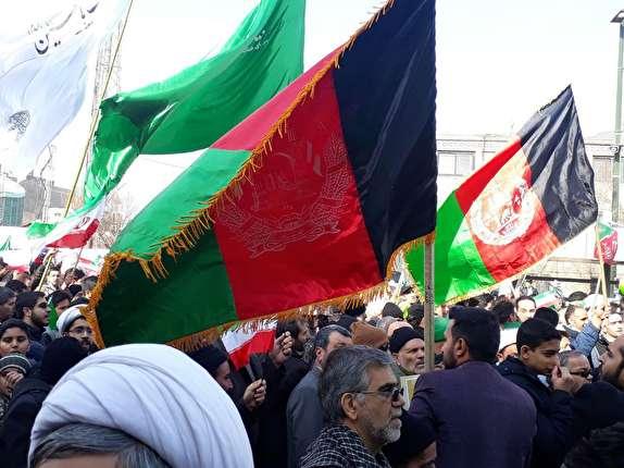 باشگاه خبرنگاران -حضور چشمگیر مهاجرین افغانستانی در راهپیمایی 22 بهمن 96 + تصاویر