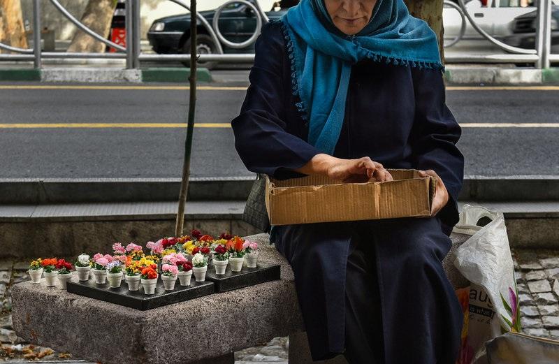 صندلی سازمانها خالی، اما لیسانسهها خانهنشین!/ چرا بازار کار برای خانمها یخ بست؟