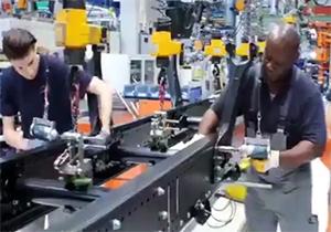خط تولید حیرت انگیز کامیونهای شرکت «مان» + فیلم