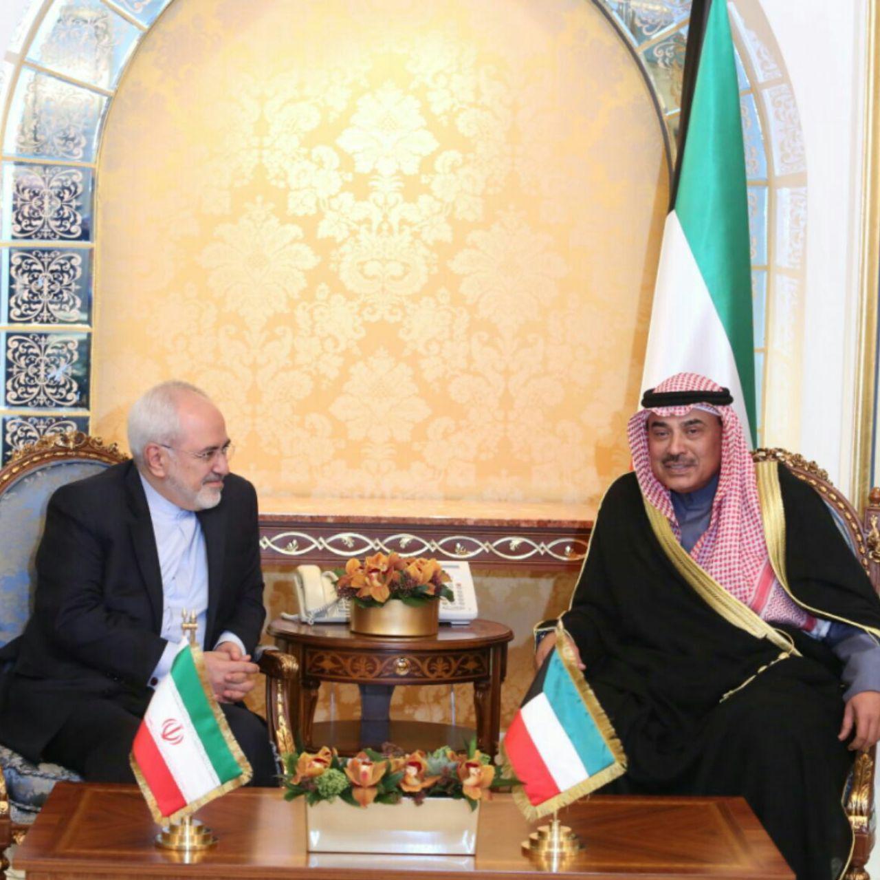 دیدار ظریف با وزیر خارجه کویت در حاشیه کنفرانس باسازی عراق