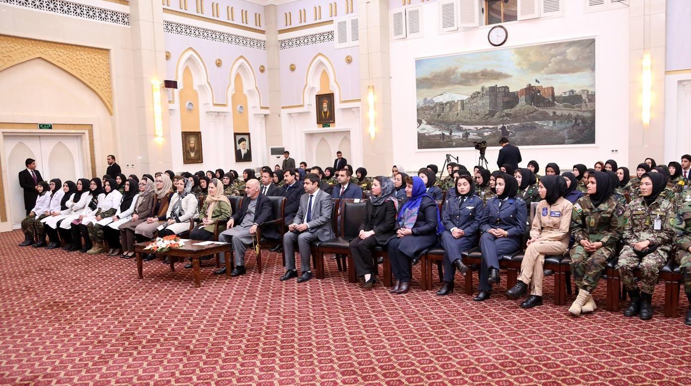 گزارش تصویری: دیدار اشرف غنی با افسران زن افغانستان