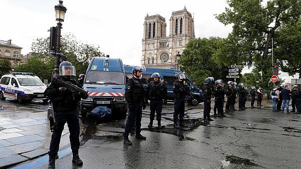 مردی در پاریس با چاقو شش نفر را زخمی کرد