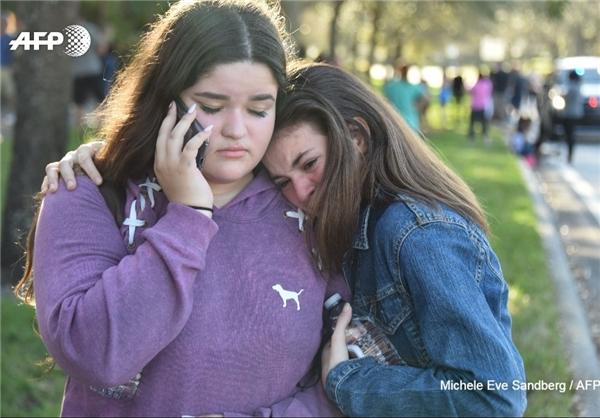 حمام خون یک نوجوان ۱۹ ساله در یکی از مدارس آمریکا/ ۱۷ کشته و ۵۰ زخمی تا این لحظه+ تصاویر