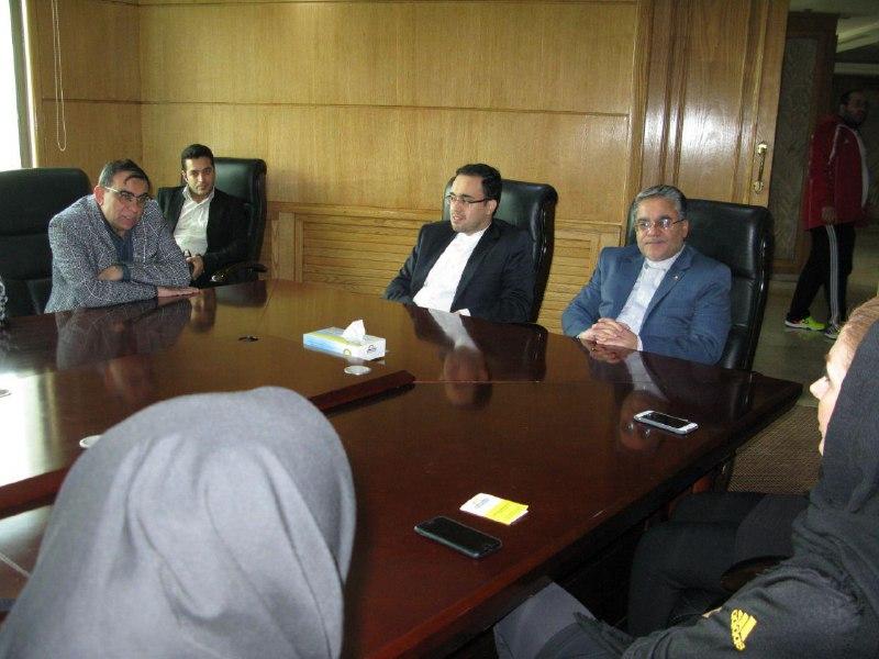 باشگاه خبرنگاران -دیدار بانوان هندبالیست با سفیر ایران در اردن