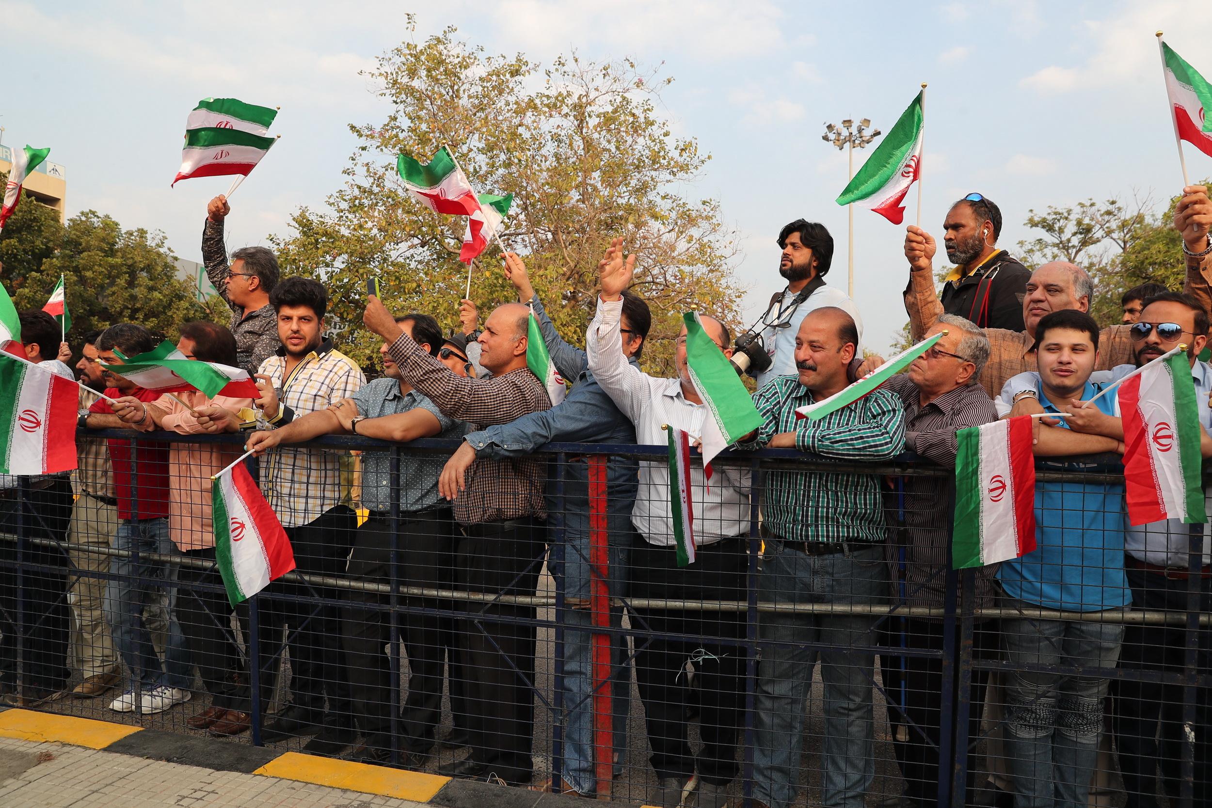 استقبال دوستداران ایران اسلامی از روحانی در فرودگاه حیدرآباد