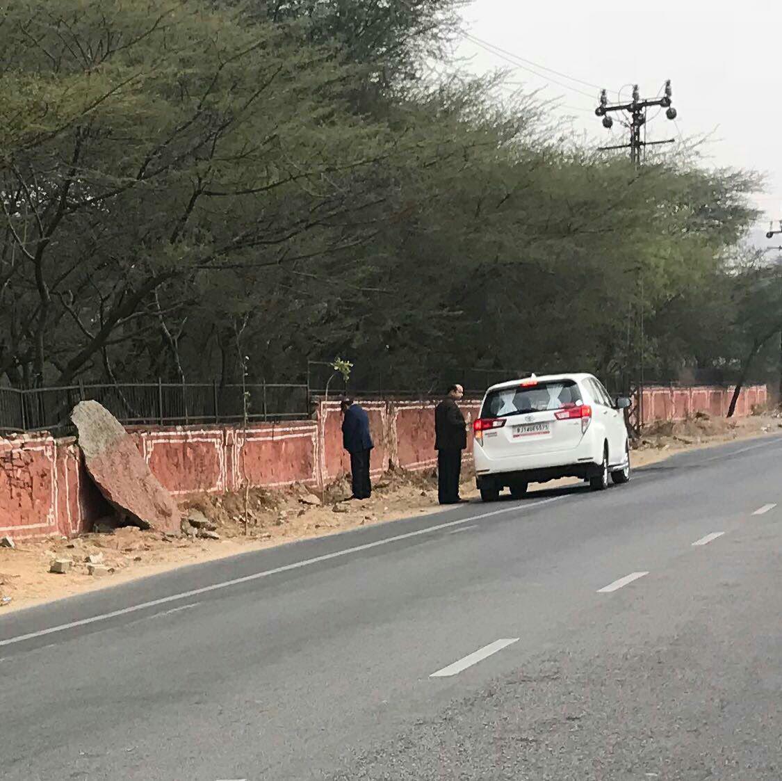 اقدام زشت وزیر هندی جنجالآفرین شد+ عکس