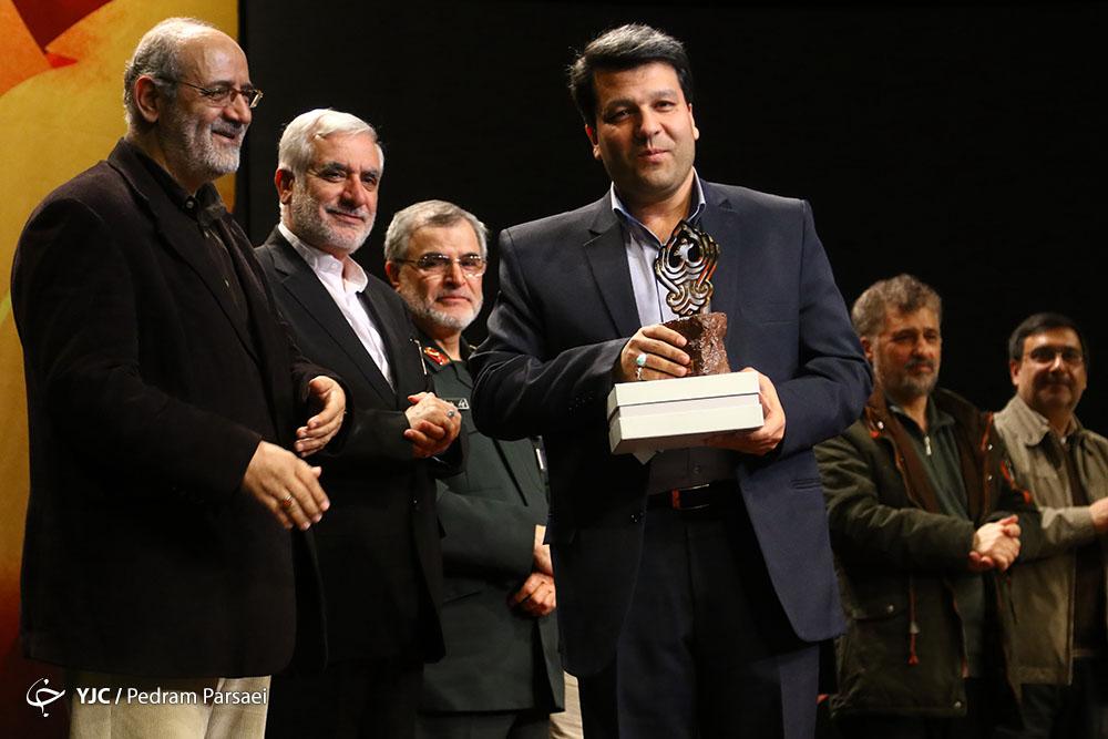 برگزیدگان هفتمین جایزه ققنوس معرفی شدند/ محمد حسنی: افتخار میکنیم پول تولیداتمان را از سفارتخانههای حامی داعش نمیگیریم