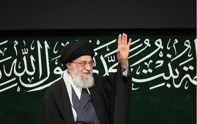 باشگاه خبرنگاران -پخش مراسم عزاداری حضرت زهرا (س) با حضور رهبر انقلاب از شبکه یک