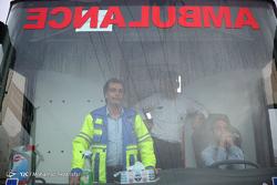 حضور نیرو های امدادی و مردمی در منطقه سقوط هواپیما