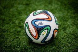 لباس مضحک ستاره فوتبال در جشنواره مد