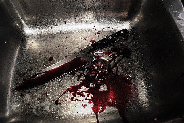 ماجرای مراسم ختمی که به چاقوکشی یک زوج در آشپزخانه ختم شد+فیلم