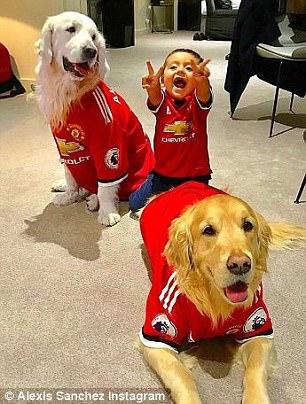 تغییر پوشش خانواده ستاره فوتبال بعد از تغییر تیمش