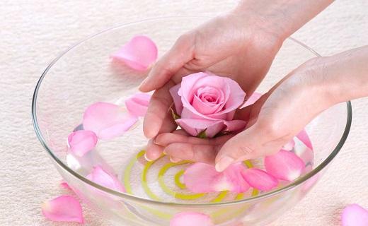 پوستی نرم و لطیف را با گلاب تجربه کنید