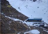 باشگاه خبرنگاران -انتقال اجساد حادثه سقوط هواپیما به کمپ کوهنوردان در ارتفاعات دنا