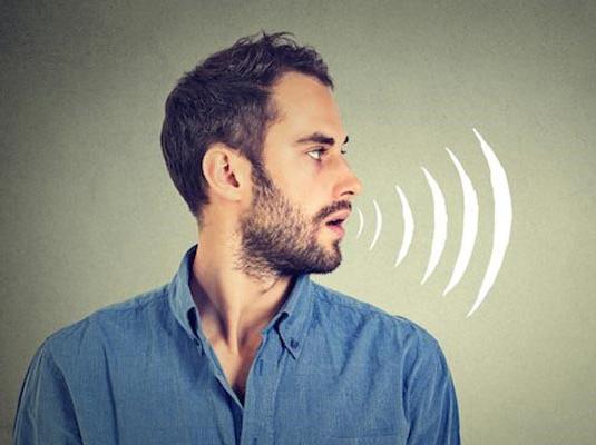 علت تغییر تن صدای برخی افراد در روابط اجتماعی چیست؟