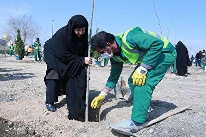 مراسم هفته درختکاری با حضور خانواده های معظم شهدا و ایثارگران