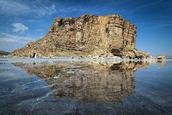 دریاچه ارومیه بعد از ماه ها خشکی احیا شده است