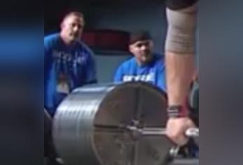 ویدئویی از یک حادثه عجیب در مسابقات وزنه برداری!