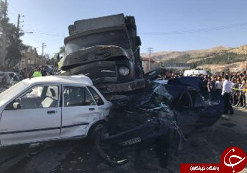 تصادف زنجیره ای در بلوار چهل مقام شیراز/13 کشته و مصدوم