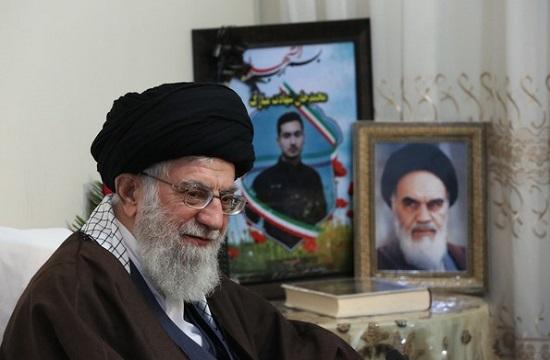 معظم انقلاب در منزل شهید بایرامی حضور یافتند+ تصویر