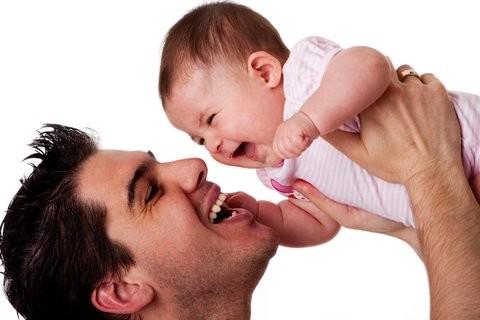 شباهت نوزاد به پدر نشان دهنده سلامت او است
