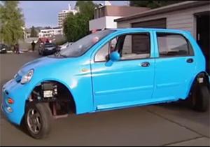عید/// ماشین عجیبی که برای پارک، نیازی به دنده عوض کردن ندارد! + فیلم