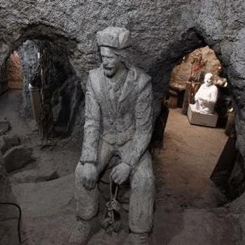 غارموزه وزیری؛ نخستین غار موزه خصوصی ایران