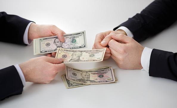 آیا افق حذف دلار از تجارت، روشن خواهد بود؟/ تعیین جایگزین سوئیفت یک پیش نیاز اساسی