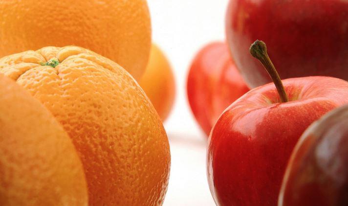 مظنه خرید پرتقال و سیب در بازار شب چهارشنبه سوری