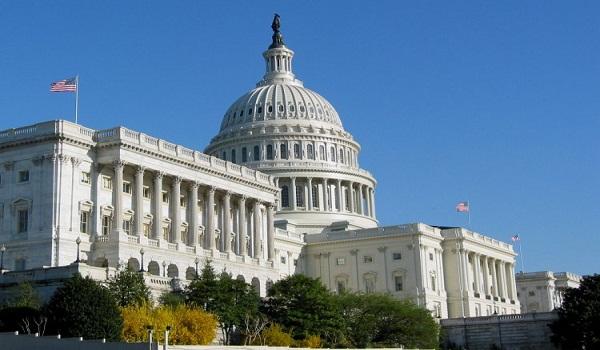 اعتراض به خشونتهای مسلحانه در آمریکا با انداختن هفت هزار جفت کفش روبروی کنگره