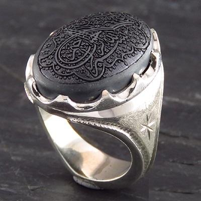 دست کردن چه انگشتری در نماز مکروه است؟