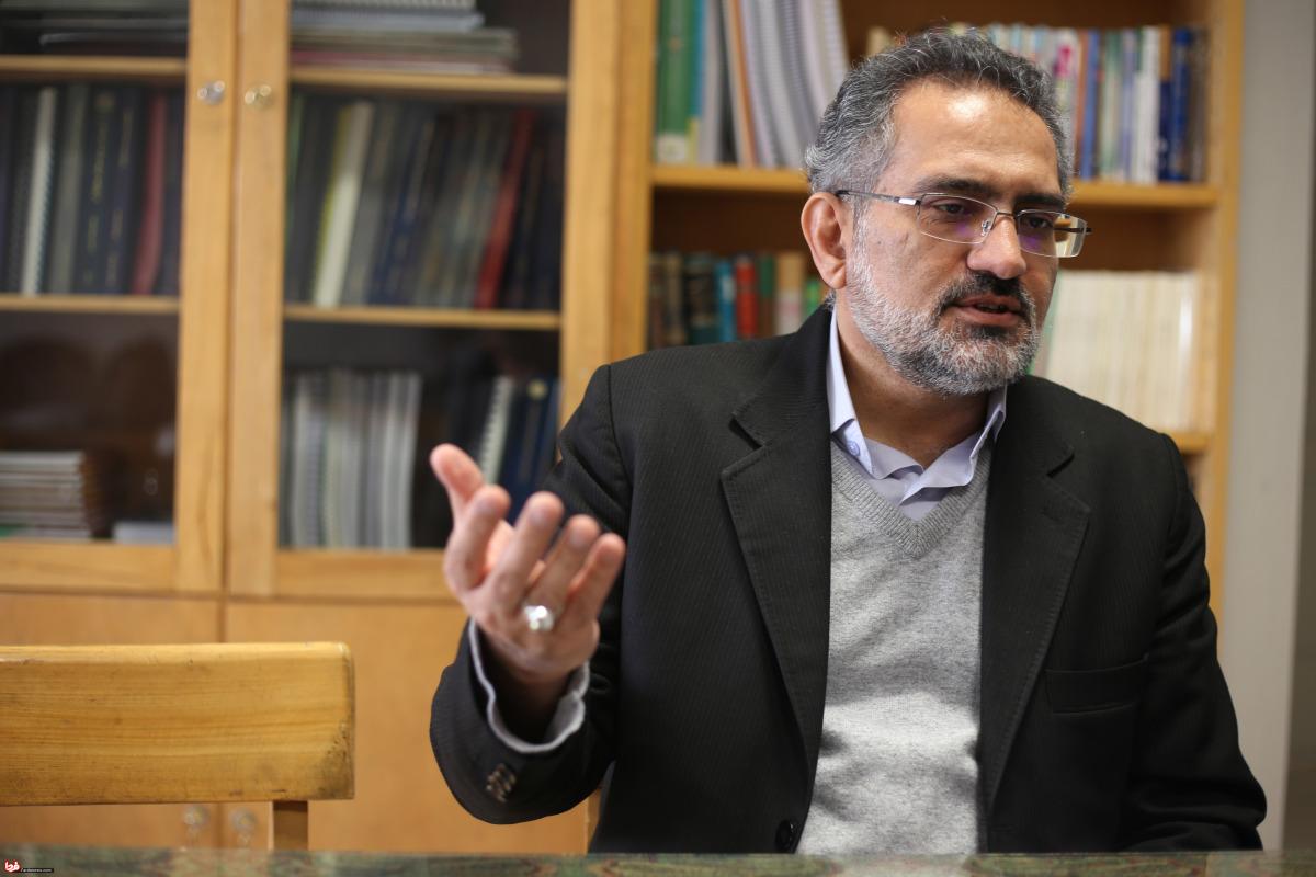 روحانی اصلا چهره فرهنگی نیست/ مدت ها بحث درس خارج آقا، موسیقی بود/ نظر معنادار رهبری درباره فیلم قلادههای طلا