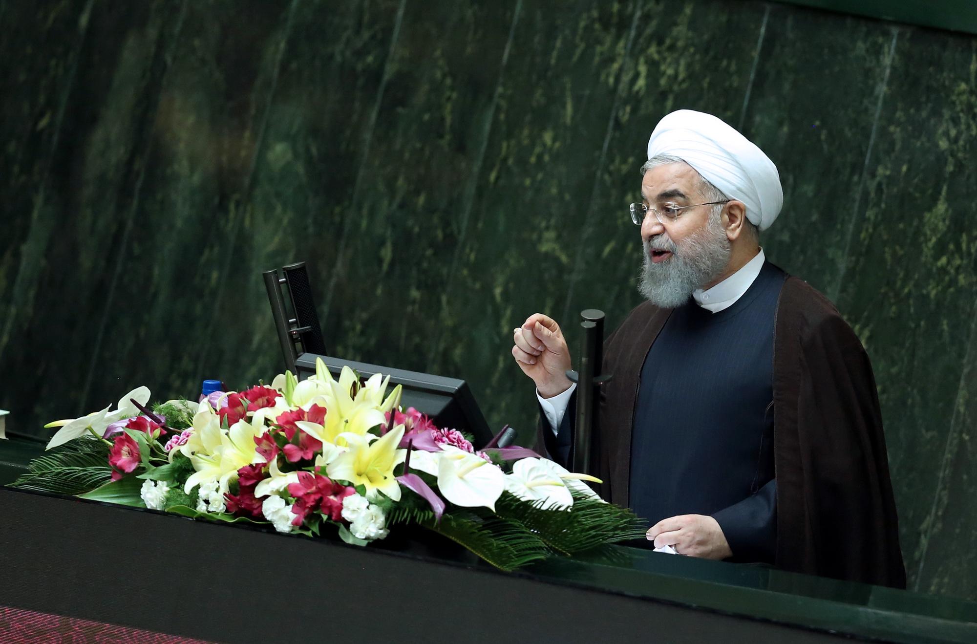 طرح جدید سوال از رئیس جمهور کلید خورد/ روحانی باید بعد از تعطیلات سال نو برای پاسخگویی به مجلس بیاید