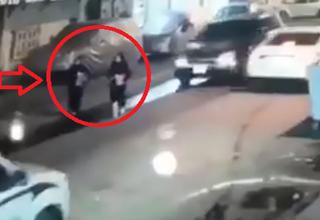 عبور خودرو شاسی بلند از روی دختران در خیابان+فیلم