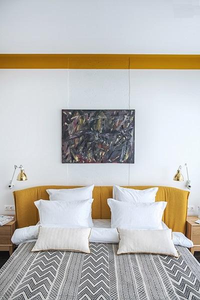 دکوراسیون مدرن خانهای با رنگهای سبز و طلایی