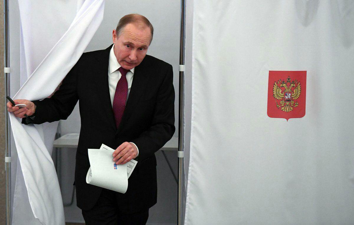 پوتین رای خود را به صندوق انداخت+ تصاویر و فیلم