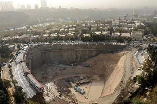 دلایل بلاتکلیفی گودبرداری رها شده در کنار برج میلاد