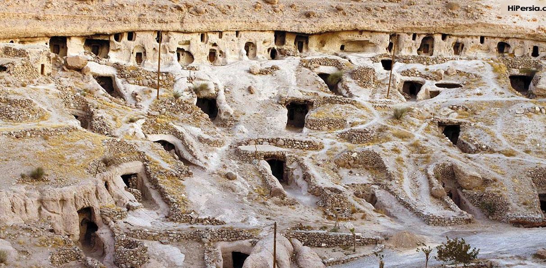 میمند روستایی صخره ای در دهستان میمند