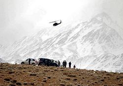 نجات دو کوهنورد گرفتار شده در ارتفاعات دنا