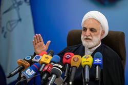 آخرین اخبار از پروندههای غائله پاسداران، جاسوسان محیط زیستی و اختلاس در وزارت نفت/ انسداد 91 حساب به ارزش 37 هزار میلیارد تومان در پرونده فساد ارزی/ افزوده شدن اتهامات احمدی نژاد