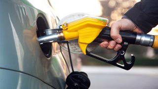 راننده عجول در پمپ بنزین حادثه آفرید+فیلم