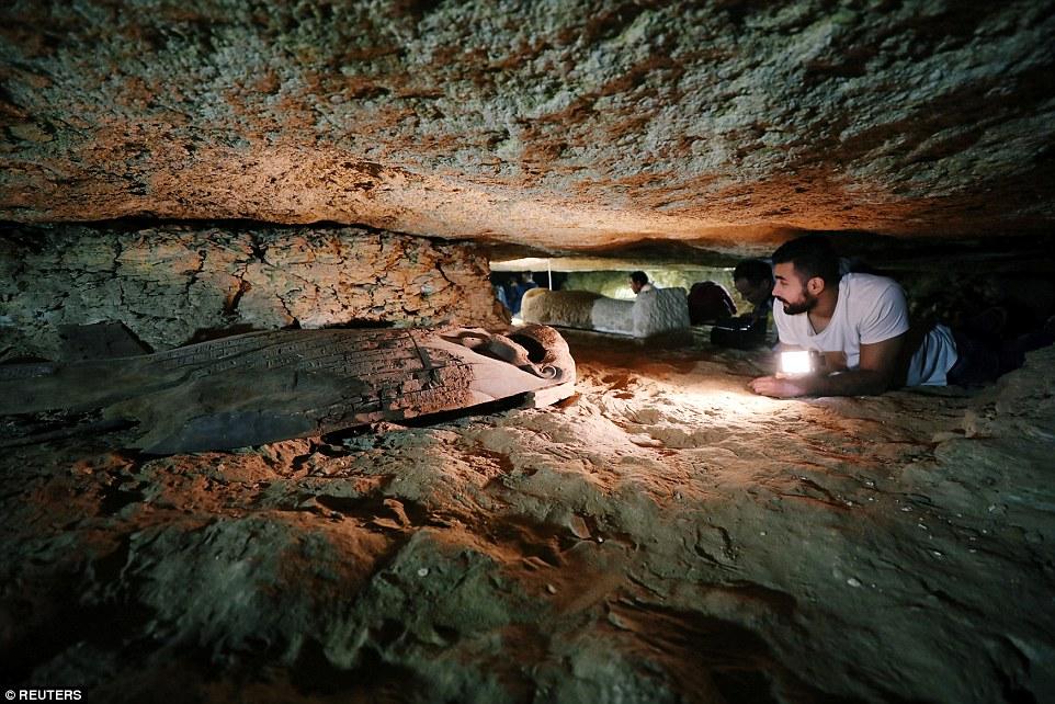 کشف قبرهای مخفی در مصر+تصاویر