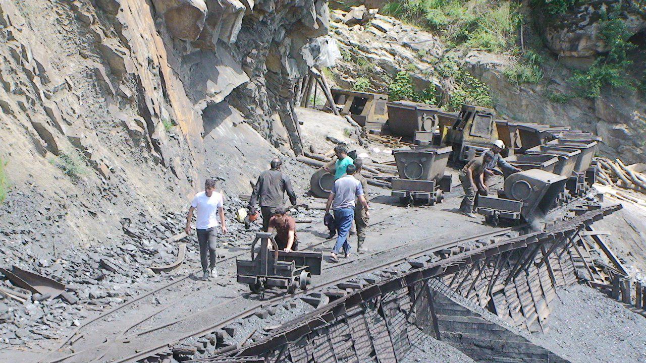 انفجار در معدن یورت چشمه آزادشهر/40 زخمی در انفجار معدن/اعزام بالگرد و تیم واکنش سریع به منطقه+ تصاویر و اسامی