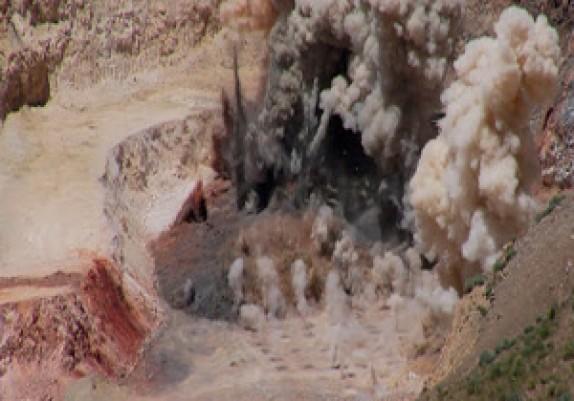 آخرین جزییات از انفجار معدن زغال سنگ/ سرنوشت 14 کارگر معدن نامعلوم است/22 کشته در حادثه انفجار معدن
